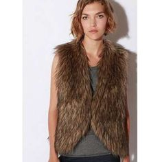 Urban outfitters faux fur vest xs Perfect for winter Ecote Jackets & Coats