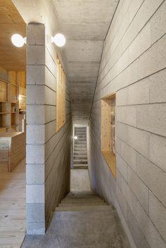 Galeria de Casa entre Empenas Sant Cugat / Josep Ferrando - 8