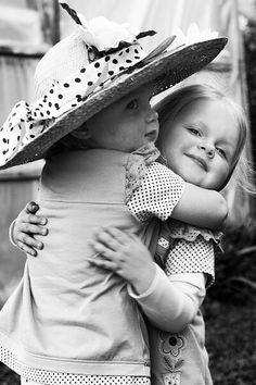 Cute pic of adorable little girls I Need A Hug, Love Hug, Little People, Little Ones, Kids Hugging, Free Hugs, Big Hugs, Beautiful Children, My Sister