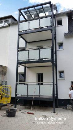 Glass Balcony, Balcony Deck, Tiny House Exterior, Balcony Railing Design, Steel Frame House, Loft Interior Design, Wooden Terrace, Loft Interiors, Steel Structure