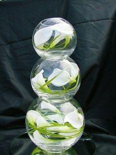 vase boule, trois vases globes avec lys callas