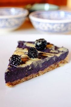 How to prepare a raw blackberry cake. Vegan recipe, gluten-free, raw, naturally sweet and very energetic. Perfect for summer breakfasts and snacks. Vegan Sweets, Vegan Desserts, Delicious Desserts, Raw Cake, Vegan Cake, Tortillas Veganas, Torte Cake, Raw Vegan Recipes, Vegan Dishes
