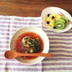 朝ごはんmgmg。    GWで食べまくり飲みまくり、当然のごとく3kg増…    今日から脂肪燃焼スープの1週間プログラムで調整します!    今日はスープとフルーツの日。  1週間頑張るぞ!    Good morning.  On the long holiday, I have grown fat 3 kg:'-(  One week from today, I will challenge the diet program!  I'll do my best for diet!:) - @cao_life- #webstagram