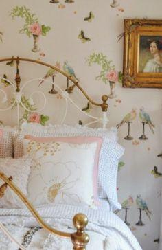 "Nina Campbell ""perroquet""– Ava's Room / Cozy Cottage, Cottage Style, Romantic Cottage, Romantic Getaway, Home Bedroom, Bedroom Decor, Cottage Wallpaper, Bird Wallpaper, Bedroom Wallpaper"