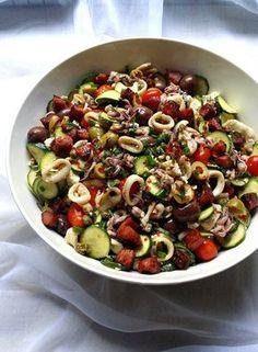 Low-Carb Mediterranean 'Pasta' Salad, but with Calamari Banting Diet, Banting Recipes, Lchf, Low Carb Recipes, Keto, Mediterranean Pasta Salads, Mediterranean Recipes, Calamari Pasta, Low Carb Diet