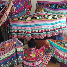Crochet workshop shawls, wraps and bags - Adinda's World - Official website of Adinda Zoutman Crochet Shawl, Hand Crochet, Knit Crochet, Crochet Wraps, Crochet Designs, Crochet Patterns, Workshop Stool, Creative Workshop, Shawls And Wraps