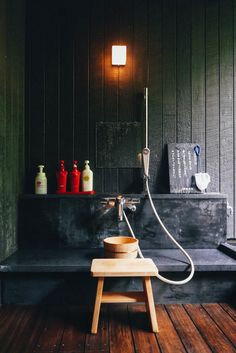 Pre-wash bath before entering the hot springs (in Hakone, Japan) Japanese Bath House, Japanese Bathroom, Japanese Shower, Japanese Inspired Bedroom, Hakone Japan, Keep Calm And Relax, Tokyo Japan Travel, Aesthetic Japan, Japanese Interior