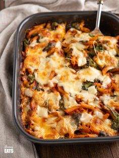 Simple delicious Spinach Pasta Bake – quick and easy to make pasta dish with healthy fresh spinach and a homemade tomato sauce. Vegetarian Recipes Easy, Veggie Recipes, Cooking Recipes, Healthy Recipes, Free Recipes, Veggie Food, Meal Recipes, Healthy Dinners, Eat Healthy