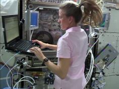 Flight Engineer Karen Nyberg checks procedures on a laptop computer as she prepares to conduct another session of the experiment aboard the International Space Station. Airplane Landing, Smart Materials, Space Projects, One Small Step, Neil Armstrong, Nasa Astronauts, Space Girl, International Space Station, Magnetic Field