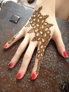 Mehndi Design Offline is an app which will give you more than 300 mehndi designs. - Mehndi Designs and Styles - Henna Designs Hand Traditional Mehndi Designs, Simple Arabic Mehndi Designs, Stylish Mehndi Designs, Beautiful Mehndi Design, Simple Mehndi Designs, Mehndi Designs For Hands, Henna Tattoo Designs, Simple Henna, Mehandi Designs Images