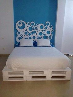 White DIY Pallet Bed: You can use the pallets in just combined shape without cutting and disassembling them, we have done the same to get this bed layout after painting the pallets in white shade. (pallet furniture bedroom)