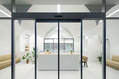 pharmacy-in-omori-more-with-less-design-arquitectura