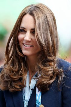KATE MIDDLETON HAIR: See the most memorable of the Duchess of Cambridge's hairstyles, from up-dos and ponytails to her glossy blow-dried waves. Cabelo Kate Middleton, Looks Kate Middleton, Estilo Kate Middleton, Princess Kate Middleton, The Duchess, Duchess Of Cambridge, Duchesse Kate, Herzogin Von Cambridge, Look 2018