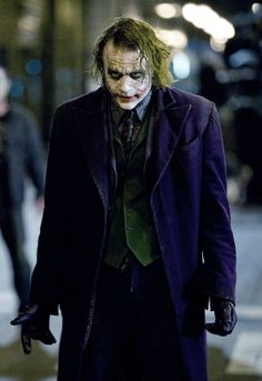 Heath Ledger in The Dark Knight Heath Ledger Joker Wallpaper, Joker Ledger, Batman Joker Wallpaper, Joker Iphone Wallpaper, Joker Wallpapers, Der Joker, Joker Heath, Joker Art, Continue A Nadar