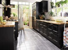 meubles noirs et plans de travail bois