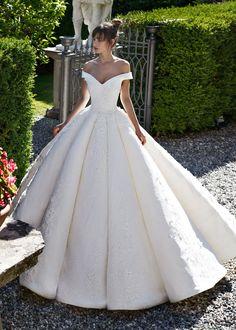 Vestido de Noiva de Dovita Bridal (nirvana), coleção glamour, corte princesa, decote ombro a ombro, comprido, com mangas