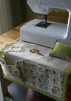 Sewing machine caddy and pincushion. Original tutorial here: http://www.howjoyful.com/2010/09/sewing-caddy-and-detachable-pincushion-tutorial/