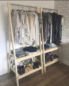 DIY Closet Organization Ideas On A Budget That Every Uni Student Needs Here are our best tips and tricks for great closet organization! Use a clothing rack!Here are our best tips and tricks for great closet organization! Use a clothing rack! Organiser Son Dressing, Diy Wardrobe, Wardrobe Storage, Closet Storage, Storage Room, Wardrobe Ideas, Pallet Wardrobe, Open Wardrobe, Simple Wardrobe