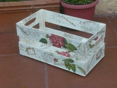 cajoncito rustico Decoupage Box, Decoupage Vintage, 3d Paper Crafts, Diy And Crafts, Crate Crafts, Jewelry Box Makeover, Pallet Boxes, Gift Box Design, Decoration Inspiration