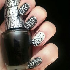 Black and white manicure with Opi My Boyfriend scales walls and opi Black Shatter. Accent nail with Bundle monster art polish and plate Bm-508 #veckansopi