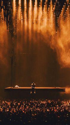 Saint Pablo/ Kanye West Show Kanye West Wallpaper, Rap Wallpaper, Yeezus Wallpaper, Kid Cudi Wallpaper, Rapper Wallpaper Iphone, Dope Wallpapers, Aesthetic Wallpapers, Bühnen Design, Saint Pablo