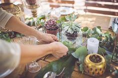 גם בלי אף פרח, אפשר לעצב מרכז שולחן משגע שיקצור המון מחמאות. לשלב ההוכחות, הקליקו: http://urbanbrid.es/botanical-table עיצוב: בריידזילה - Bridezilla צילום: Tali & Dvora Photography - טלי ודבורה צילום