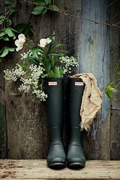 Multi-talented historian teaches useless little antifa ! i'll never get you out of garden or you'll start wearing wellies to bed! Design Jardin, Garden Design, Grand Cactus, Farm Life, Country Living, Garden Inspiration, Wild Flowers, Greenery, Creative