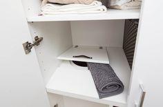 Shoz prádla je ukrytý ve skříni.