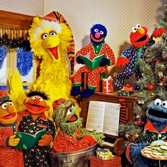Here on Sesame Street we love spending the holidays surrounded by family and friends! Here on Sesame Street we love spending the holidays surrounded by family and friends! Christmas Eve Quotes, Happy Merry Christmas, Magical Christmas, Christmas Makes, Christmas Art, Muppets Christmas, Xmas, Sesame Street Muppets, Sesame Street Characters
