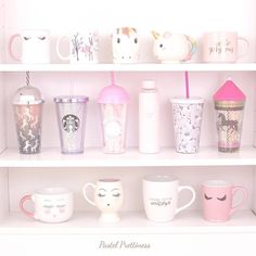 I love this pic because I have the Starbucks cup! Deco Tumblr, Deco Pastel, Tout Rose, Deco Studio, Cute Water Bottles, Baby Bottles, Starbucks Tumbler, Starbucks Logo, Unicorns And Mermaids