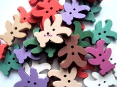 10 x Assorted Colours Painted Teddy Bear Buttons 23mm x 20mm (R4D1) - Only 99p