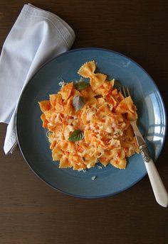 Pasta with vodka tomato sauce / Farfalle com molho de tomate e vodca