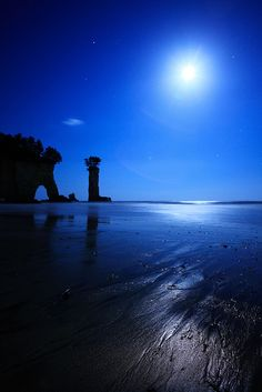 The Beach of the Moonlit Night by chibitomu, via Flickr