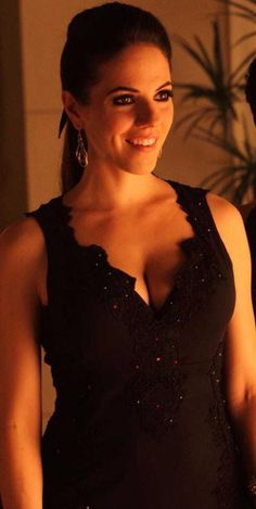 Lost Girl - Anna Silk as Bo and Ksenia Solo as Kenzi Beautiful Celebrities, Gorgeous Women, Beautiful People, Lost Girl Bo, Bo And Lauren, Ksenia Solo, Anna Silk, Female Fighter, Canadian Actresses