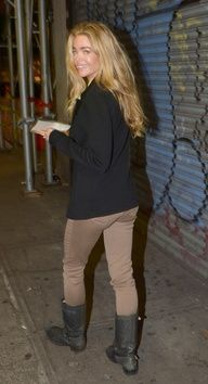 Denise Richards in Tractr Khaki skinny jean