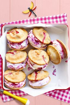 Berry Ice Cream Sandwiches: Ice cream sandwiches meet pie à la mode with these sweet summer bites. Click through to find more easy and delicious ice cream sandwiches. Strawberry Desserts, Köstliche Desserts, Frozen Desserts, Frozen Treats, Delicious Desserts, Dessert Recipes, Yummy Food, Strawberry Roses, Memorial Day Desserts