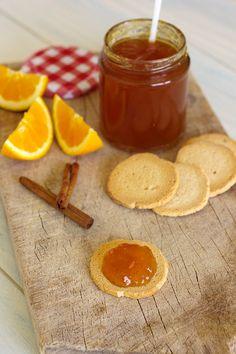 Doce de melão com laranja, uma delícia com torrada.