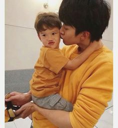 Cute Asian Babies, Korean Babies, Asian Kids, Cute Babies, Baby Kids, Father And Baby, Baby Daddy, Happy Father, Cute Family