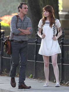 This time he meets a real 'Her'. Woody Allen New Film Joaquin Phoenix - Emma Stone. Emma Stone Style, Woody Allen, Joaquin Phoenix, Kate Hudson, Estilo Emma Stone, Emma Stone Outfit, Hollywood Actress Photos, Non Plus Ultra, Michael Kors
