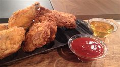 Cuisses de poulet frites | Marina Orsini | ICI Radio-Canada.ca Marina Orsini, Chicken Legs, Mets, Vinaigrette, Bbq, Turkey, Canada, Dinner, Vegetables