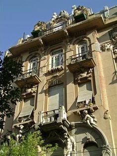 Art Nouveau Buenos Aires | Edificio de departamentos ubicado en Hipólito Yrigoyen 2562