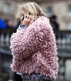 This season we're bringing you a daily roundup of London Fashion Week's best street style looks, courtesy of The Styleograph. Street Style 2014, Street Style Looks, Looks Style, Street Chic, Street Fashion, Pink Street, Street Style Inspiration, Inspiration Mode, Design Inspiration