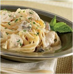 Slow Cooker Chicken and Mushroom Fettuccine Alfredo - all your favorite flavors in a must-try slow cooker chicken recipe!