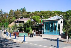 Akaroa, New Zealand: historic French settlement, packed with art galleries, boutiques and craft stores. Places To See, Places Ive Been, New Zealand Destinations, Best Fish And Chips, New Zealand South Island, Next Holiday, The Beautiful Country, British Isles, New Zealand