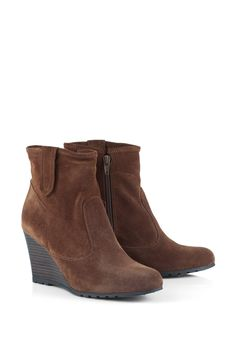 Oh @Esprit how I adore you!! :D These are also very nice: #Esprit suede ankle #boot + #wedge heel