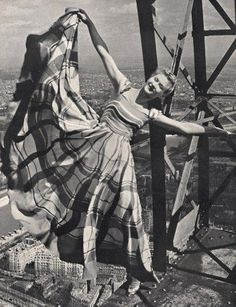 Lisa Fonssagrives in Lucien Lelong swinging precariously off the Eiffel Tower, Erwin Blumenfeld Old Photos, Vintage Photos, Vintage Photography, Art Photography, Lucien Lelong, Eiffel Tower Pictures, Fashion Art, Vintage Fashion, Berlin