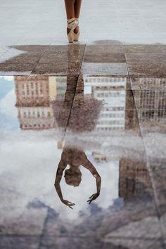 A dança é uma conexão com o mundo. E as fotografias da série Conexão Corpo-Mente mostram as fascinantes formas do corpo humano em equilíbrio e harmonia. ** Find out more at the image link. #DigitalCameras