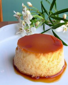 Flans are traditional dessert in Mexico. Mexican Flans have different variations. All the versions of Mexican Flan are mouth watering. Here is a simple and easy to make Mexican Caramel Flan recipe. If you are dessert lover must try this Mexican Caramel Fl Mexican Flan, Mexican Dishes, Mexican Food Recipes, Dinner Recipes, Mexican Dessert Easy, Drink Recipes, Caramel Custard Recipe, Custard Recipes, Caramel Flan
