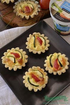 tarte cu branza si dovlecei Sushi, Muffin, Cooking Recipes, Breakfast, Ethnic Recipes, Food, Tart, Muffins, Chef Recipes