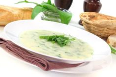 Das Rezept für die Steirische Bärlauchsuppe ist nicht nur in der Steiermark beliebt. Thai Red Curry, Cantaloupe, Fruit, Ethnic Recipes, Food, Entree Recipes, Chef Recipes, Lunch Table, Yummy Food